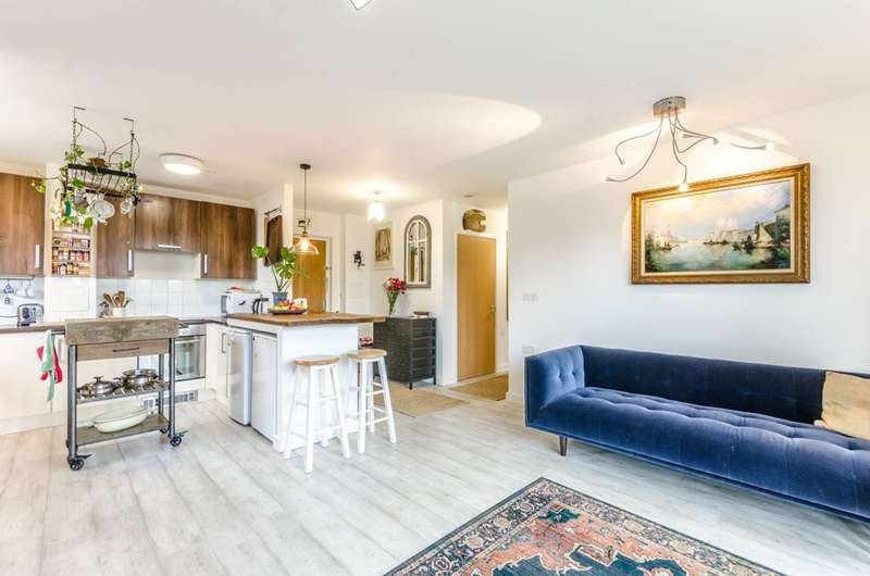 2 Bedrooms Flat for sale in Thomas Fyre Drive, Bow, E3