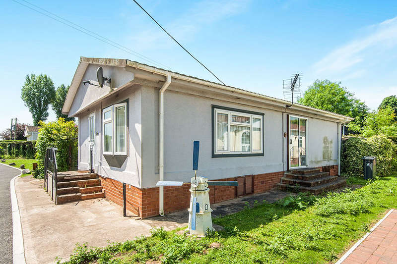 2 Bedrooms Detached Bungalow for sale in Glade Walk, Cat Fiddle Park,Clyst St. Mary, Exeter, EX5