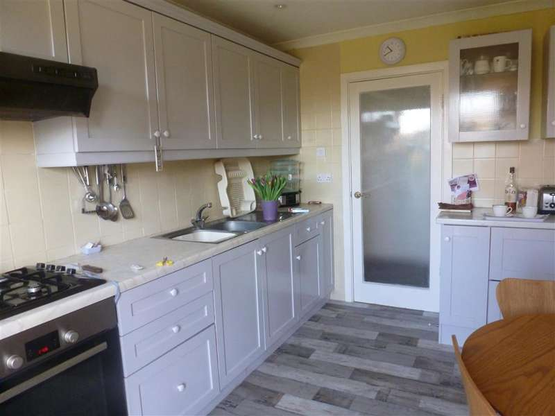 2 Bedrooms Detached Bungalow for sale in Birch Drive, Billingshurst, West Sussex