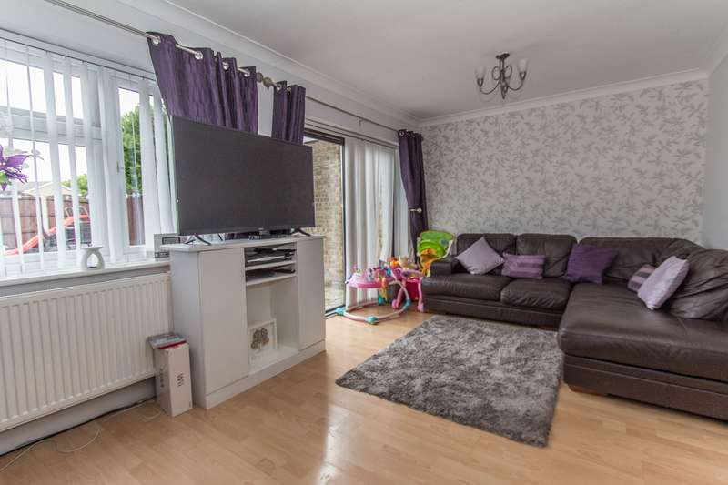 3 Bedrooms Terraced House for sale in Harvest Road, Canvey Island, SS8