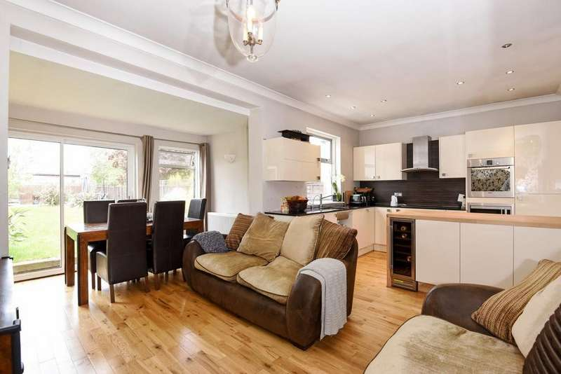 3 Bedrooms Detached House for sale in Ravenor Park Road, Greenford, UB6