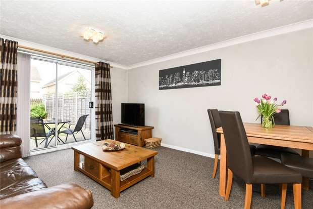 2 Bedrooms Semi Detached House for sale in Bluebell Close, Bedford