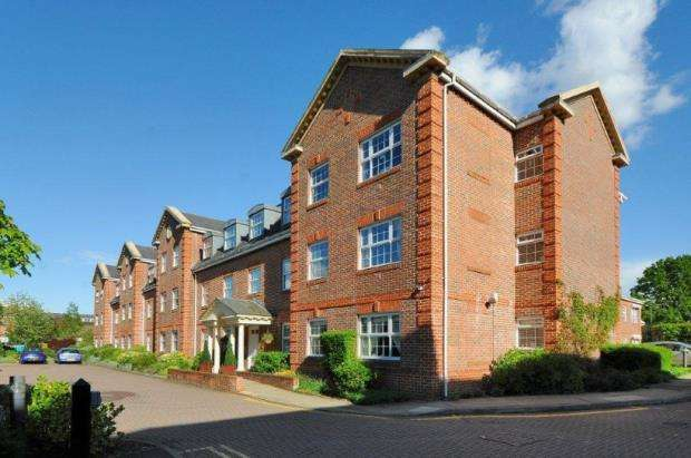 1 Bedroom Retirement Property for sale in 233 London Road, Camberley, Surrey