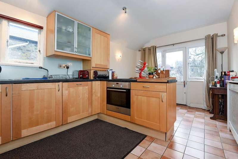 3 Bedrooms Flat for sale in Foyle Road London SE3