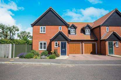 3 Bedrooms Semi Detached House for sale in Bradwell, Great Yarmouth, Norfolk