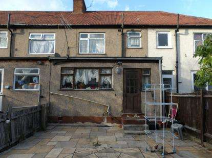3 Bedrooms Terraced House for sale in Cuckoo Hall Lane, Edmonton, London