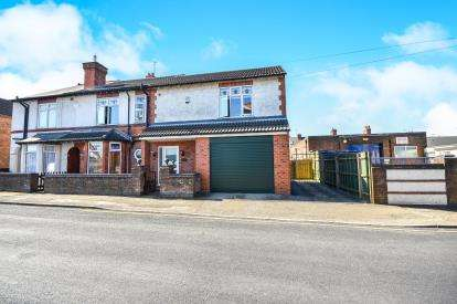 4 Bedrooms Semi Detached House for sale in High Street, Huthwaite, Sutton-In-Ashfield, Notts