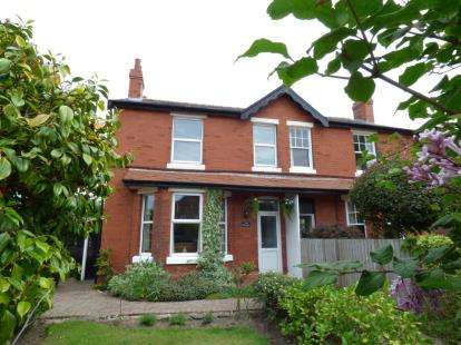 3 Bedrooms Semi Detached House for sale in Jubilee Road, Formby, Liverpool, Merseyside, L37