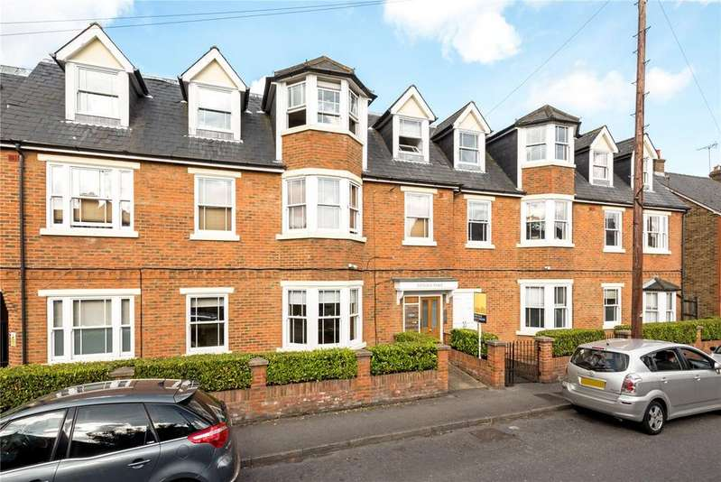 2 Bedrooms Flat for sale in Victoria Place, 108 Anyards Road, Cobham, Surrey, KT11