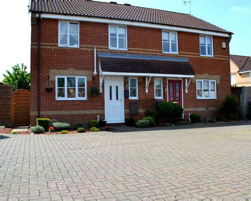 3 Bedrooms Semi Detached House for sale in Winston Churchill Drive, King's Lynn