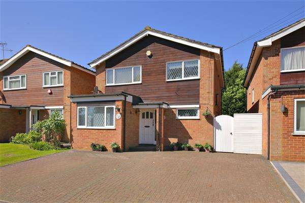3 Bedrooms Detached House for sale in Theobald Street, Borehamwood