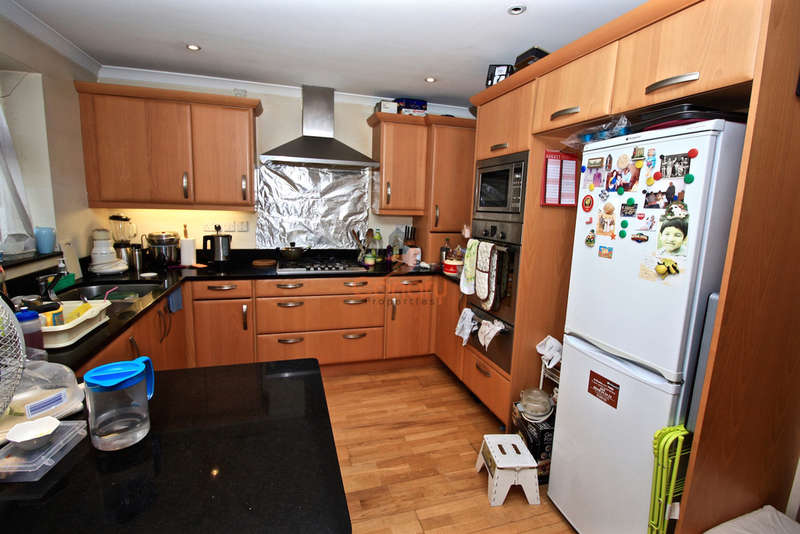 5 Bedrooms Semi Detached House for sale in Berkeley Road, Kingsbury, London NW9