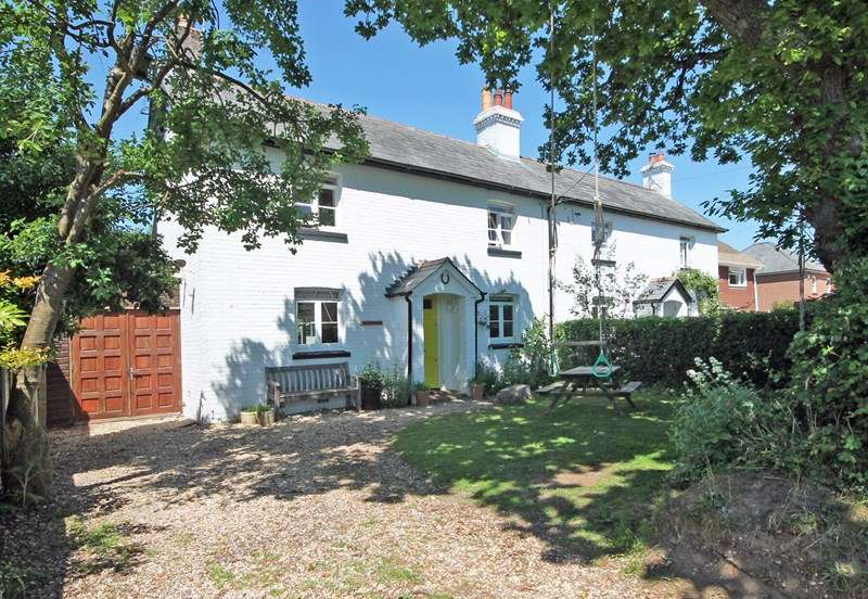 3 Bedrooms Semi Detached House for sale in Croft Road, Neacroft, Christchurch