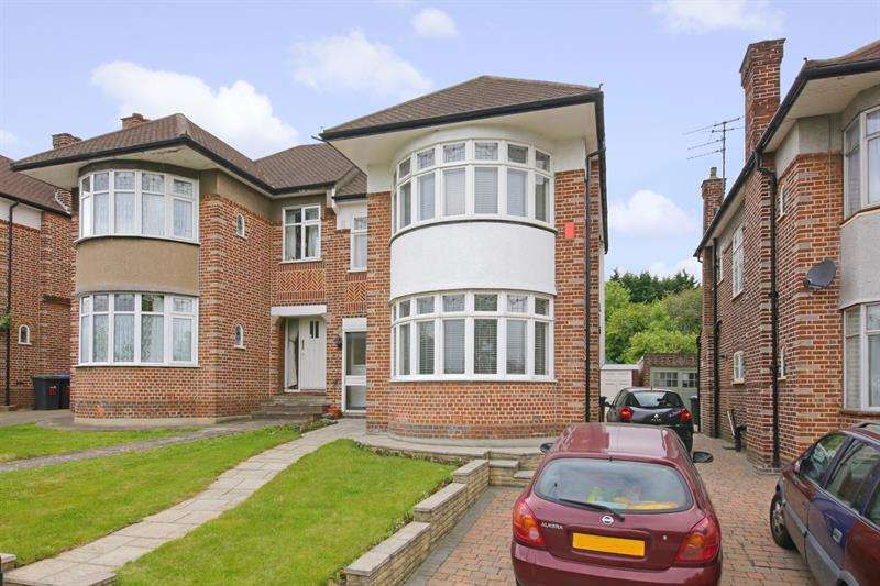 4 Bedrooms Semi Detached House for sale in Sheringham Avenue, Oakwood