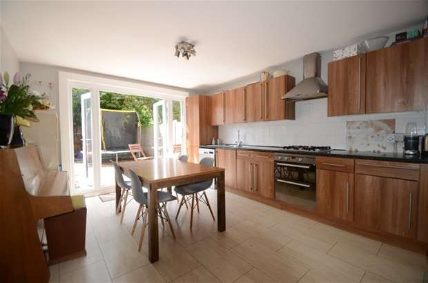 3 Bedrooms Terraced House for sale in Middleton Road, London Fields, E8