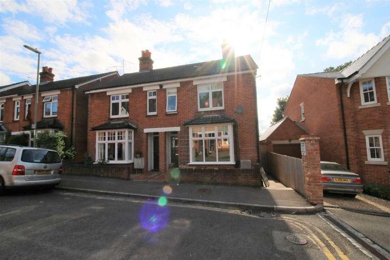 3 Bedrooms Semi Detached House for sale in Frances Road, Fairfields, Basingstoke, RG21