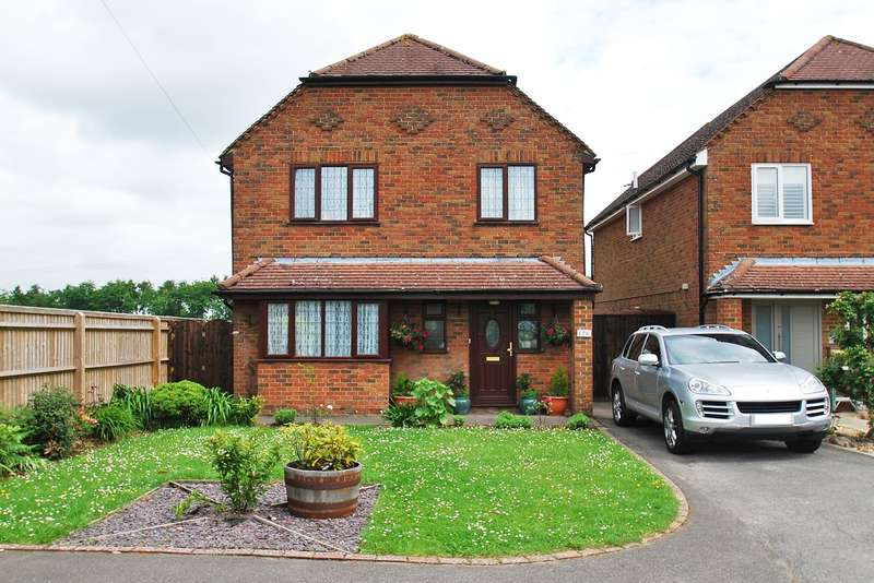4 Bedrooms Detached House for sale in Penn Road, Hazlemere, HP15