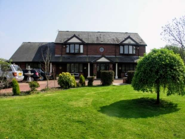 5 Bedrooms Property for sale in Stockydale Road Marton Blackpool