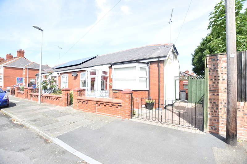 2 Bedrooms Semi Detached Bungalow for sale in Granville Road, Blackpool