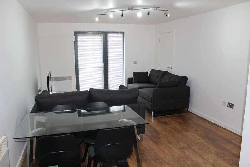 3 Bedrooms Flat for rent in Green Hayes Lane West , Hulme