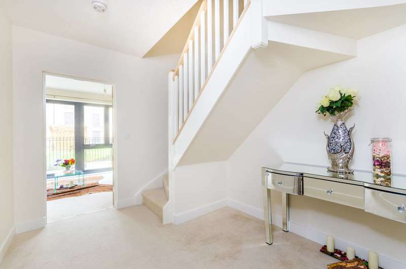 3 Bedrooms Flat for sale in Fisher Close, Canada Water, SE16