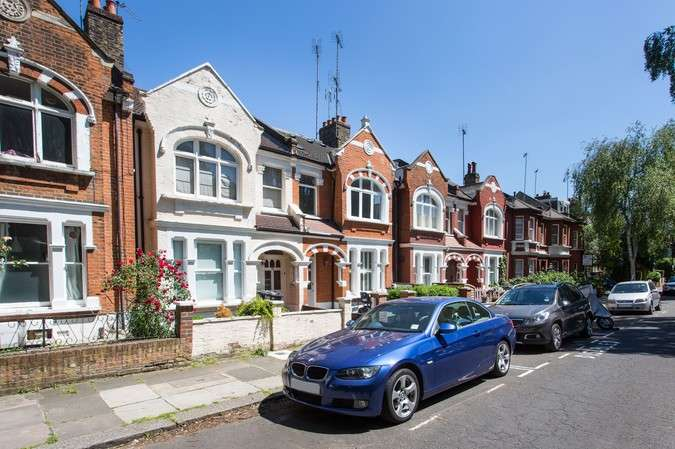 3 Bedrooms Flat for sale in Silver Crescent, Chiswick