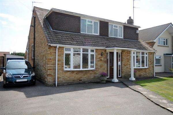 4 Bedrooms Chalet House for sale in St Johns Road, Clacton on Sea