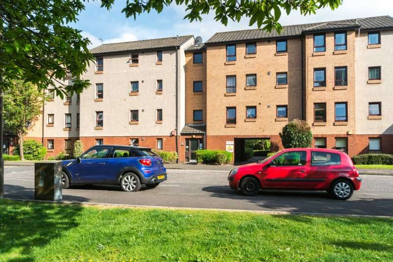 2 Bedrooms Flat for sale in Restalrig Drive, Edinburgh, EH7 6JF