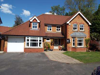 4 Bedrooms Detached House for sale in The Evergreens, Formby, Merseyside, England, L37
