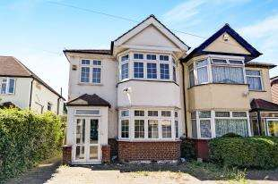 3 Bedrooms Semi Detached House for sale in The Rosery, Shirley, Croydon, Surrey