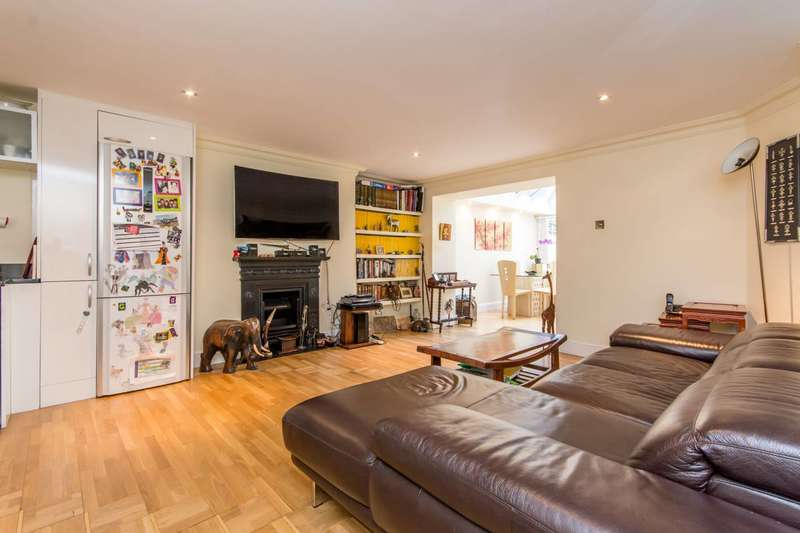 2 Bedrooms Flat for sale in Belgrave Gardens, St John's Wood, NW8