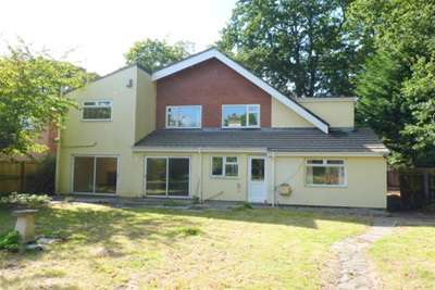 3 Bedrooms Detached House for rent in Plymyard Avenue, Bromborough