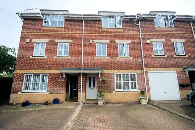 3 Bedrooms Town House for sale in Trenchard Avenue, Wendover, Buckinghamshire
