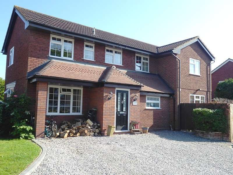 4 Bedrooms Detached House for sale in Orchard Court, Botley, Southampton, SO30