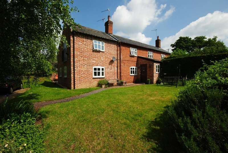 4 Bedrooms Cottage House for sale in Harleston, Norfolk