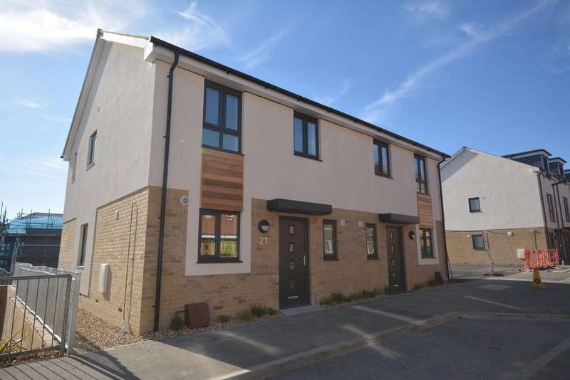 3 Bedrooms Semi Detached House for sale in Church Path, East Cowes