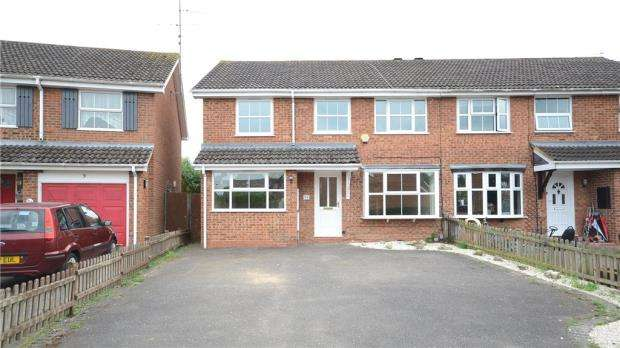 5 Bedrooms Semi Detached House for sale in Melling Close, Earley, Reading