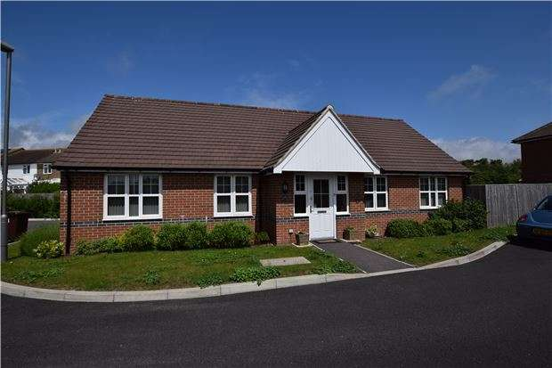 3 Bedrooms Detached Bungalow for sale in The Siding, Bexhill-On-Sea, East Sussex, TN40 1RF