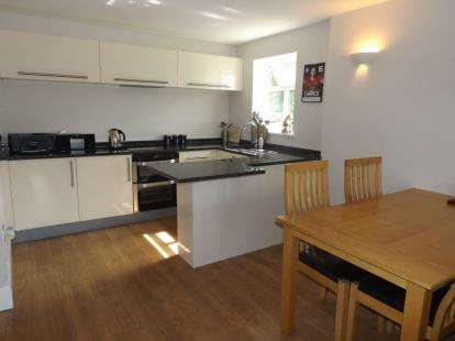 2 Bedrooms Flat for sale in Ryley Mount, 434 Buxton Road, Hazel Grove, Stockport