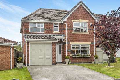 4 Bedrooms Detached House for sale in Windflower Drive, Leyland, Lancashire, PR25
