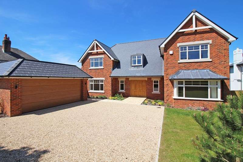 5 Bedrooms Detached House for sale in Whitby Road, Milford On Sea, Lymington