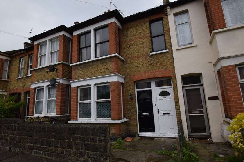 3 Bedrooms Flat for sale in Shakespeare Drive, Westcliff-on-Sea, Essex, SS0
