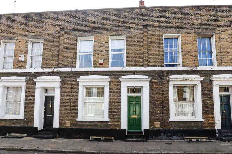 3 Bedrooms Terraced House for sale in Barnes St, London, London, E14