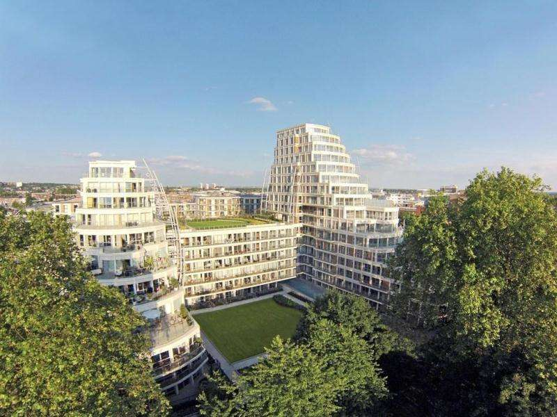 2 Bedrooms Flat for sale in Kingston Riverside, Henry MacaulayAvenue, Kingston upon Thames KT2