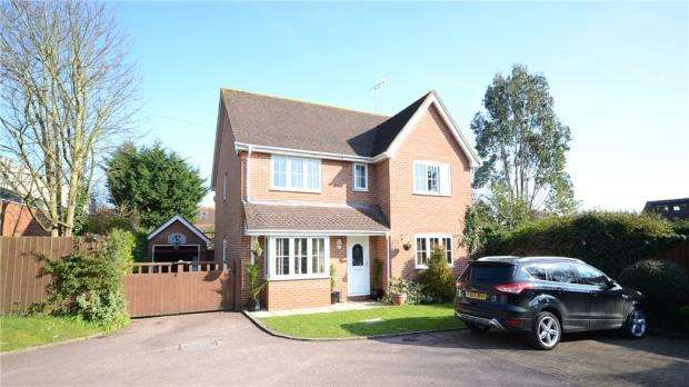 4 Bedrooms Detached House for sale in The Ashes, Spencers Wood, Reading