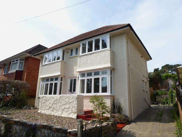 3 Bedrooms Detached House for sale in 19 Harewood Avenue, Boscombe East