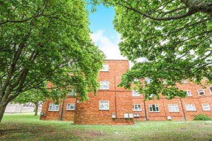 1 Bedroom Flat for sale in Oakhill, Letchworth Garden City, Hertfordshire, England