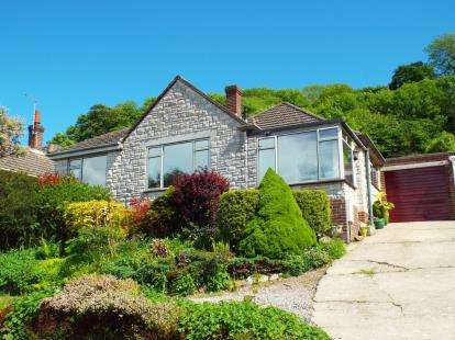 3 Bedrooms Bungalow for sale in Bridport