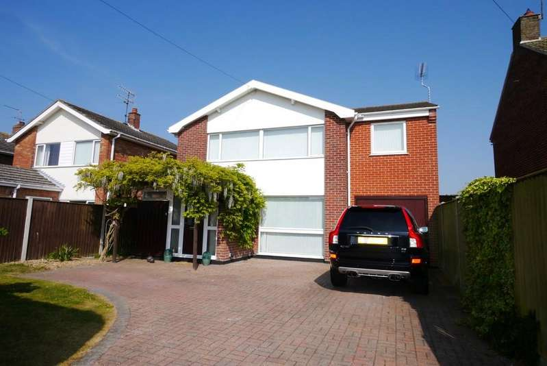 4 Bedrooms Detached House for sale in Bishops Walk, Gunton, Lowestoft