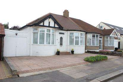 2 Bedrooms Bungalow for sale in Redbridge, Essex